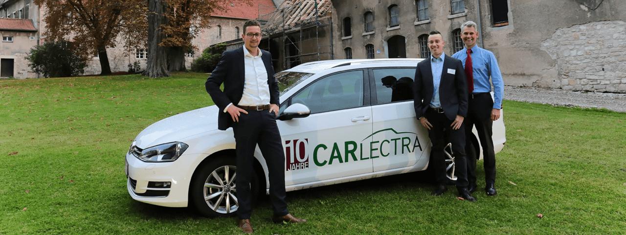 Der Geschäftsführer Marcel Frenzel zusammen mit den zwei ehemaligen Geschäftsführern auf der Feier zum 10-Jährigen Firmenjubiläum der Carlectra GmbH (heute PROSPER X GmbH) auf dem Rittergut Lucklum
