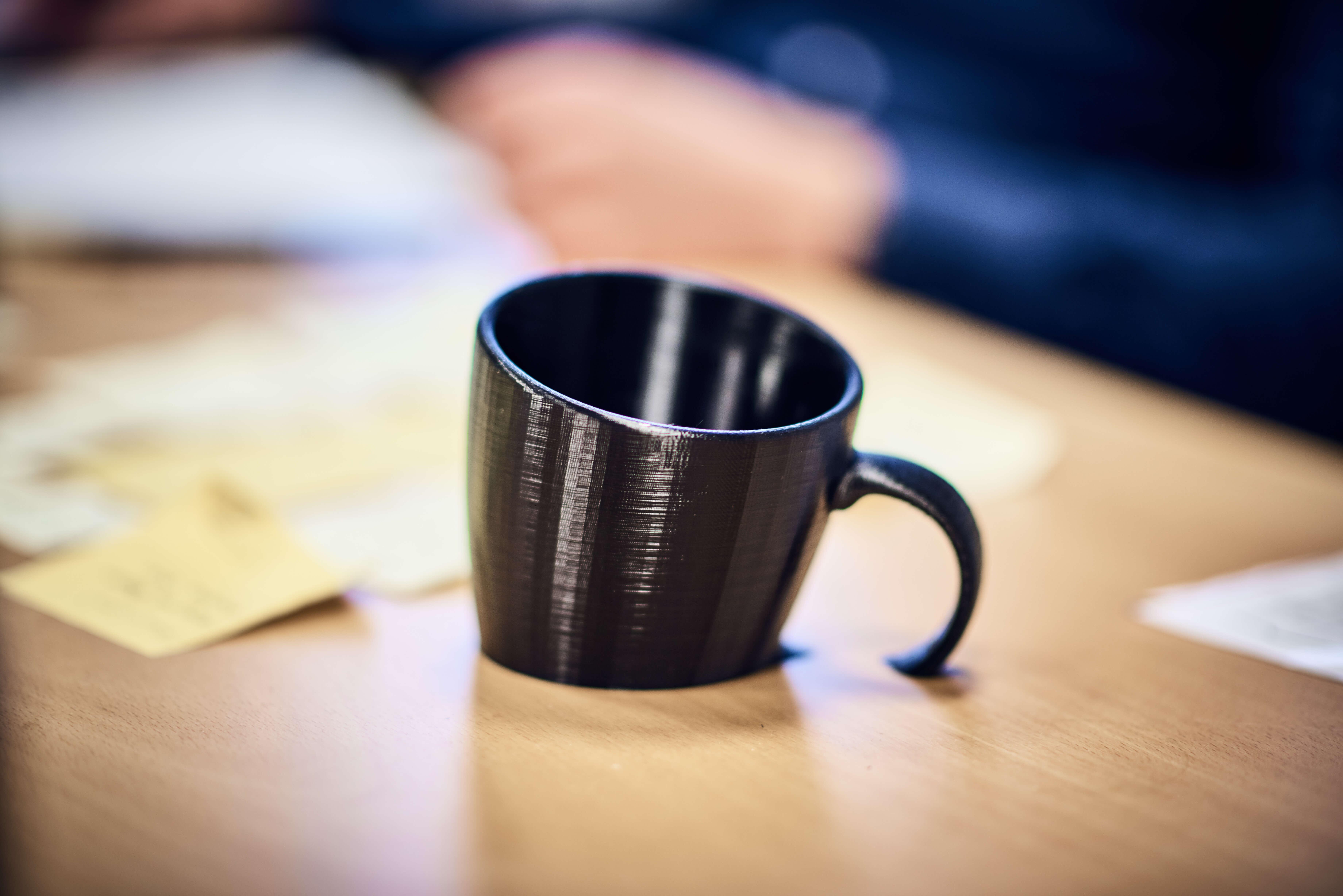 halbe Kaffeetasse aus dem 3D-Drucker der PROSPER X GmbH