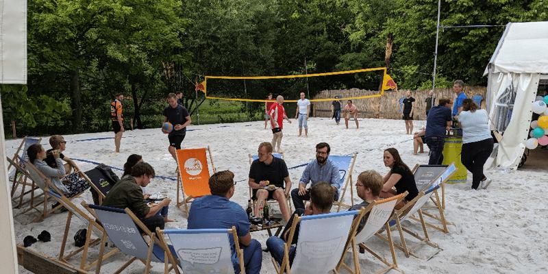 Volleyballspiel auf der Sommerparty der PROSPER X GmbH in der Okercabana