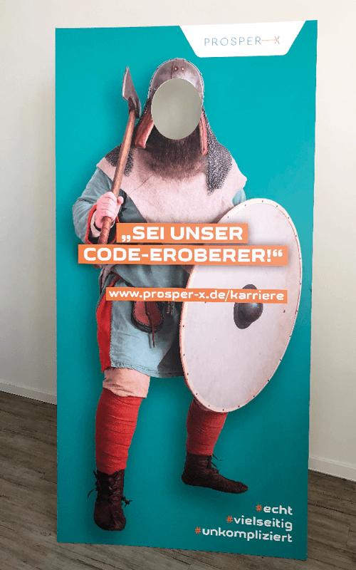 Pappaufsteller eines Wikingers im Rahmen der Recruiting-Kampagne der PROSPER X GmbH