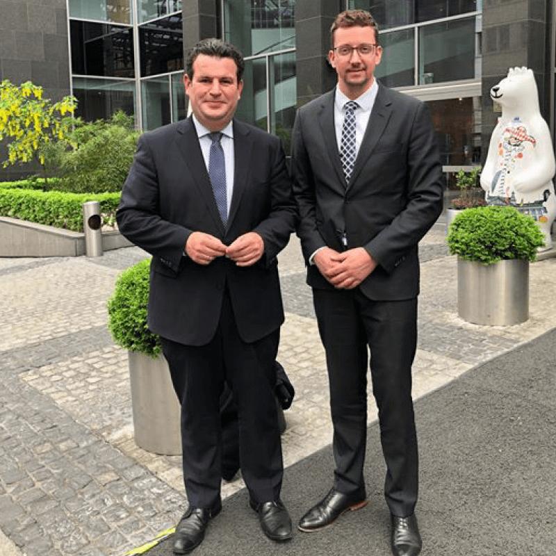 Marcel Frenzel zusammen mit Minister Hubertus Heil anlässlich des Know-How-Austausches der Wirtschaftsjunioren mit der Politik