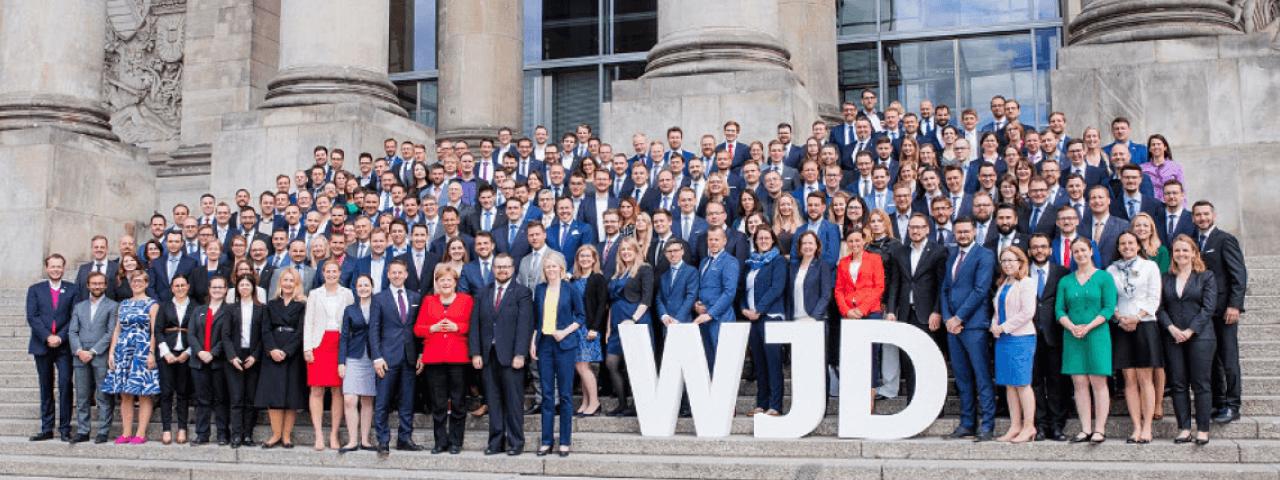 Gruppenbild mit der Kanzlerin Angela Merkel anlässlich des Know-How-Austausches der Wirtschaftsjunioren mit der Politik