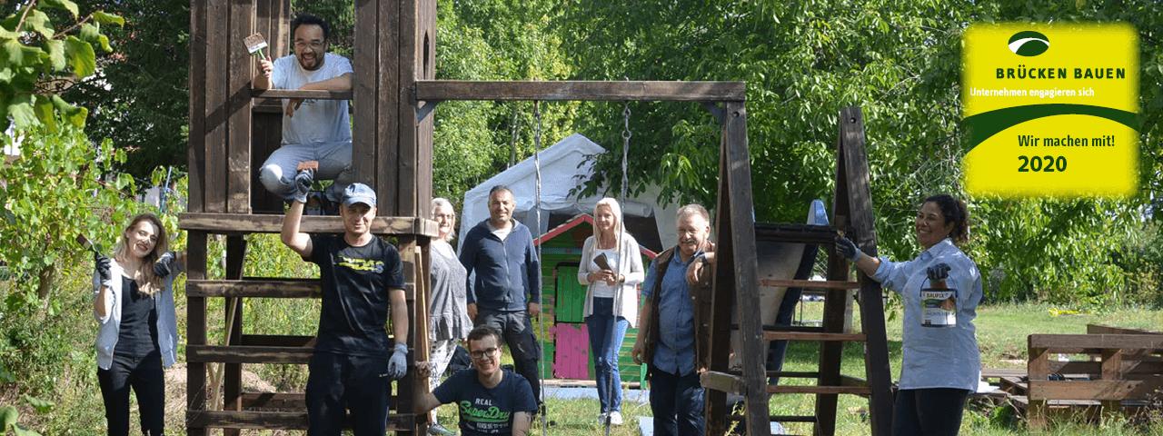 """Gruppenfoto mit der PROSPER X GmbH und dem VAMV e.V. am Aktionstag """"Brücken bauen"""""""